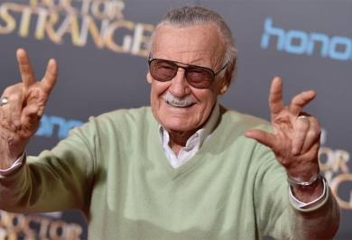Firman cómics con la sangre de Stan Lee