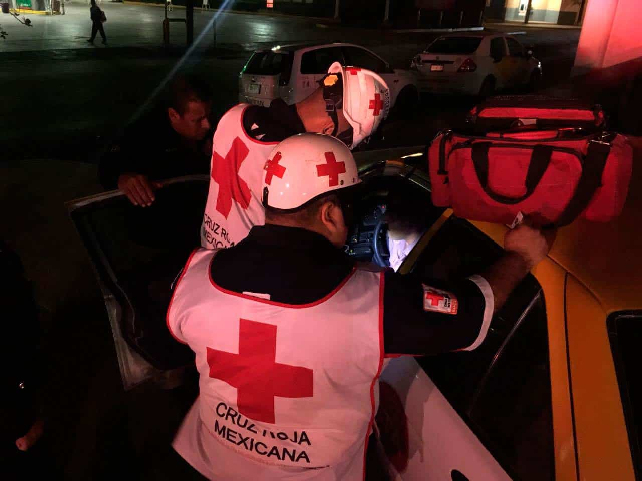 Causan incidente vial para asaltar a taxista
