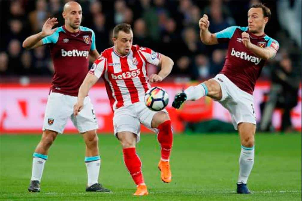 Con Chicharito, West Ham y Stoke igualan 1-1 en la Premier League