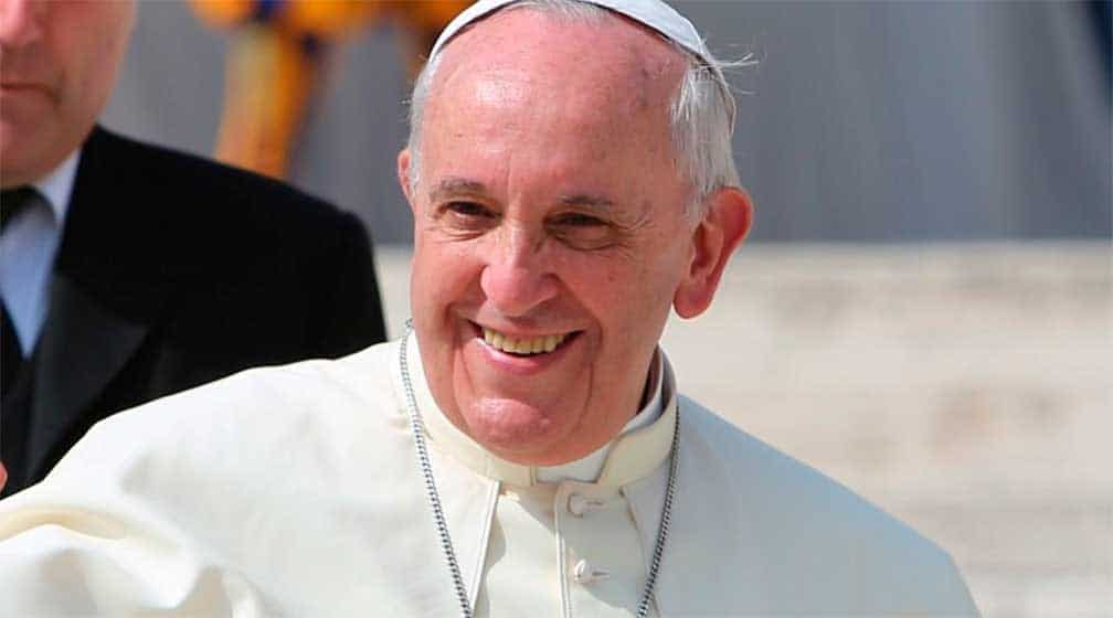 Papa Francisco lamenta ataques en Indonesia