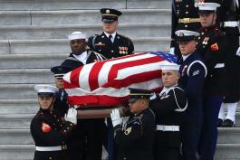 Dan último adiós a George H. W. Bush en Washington