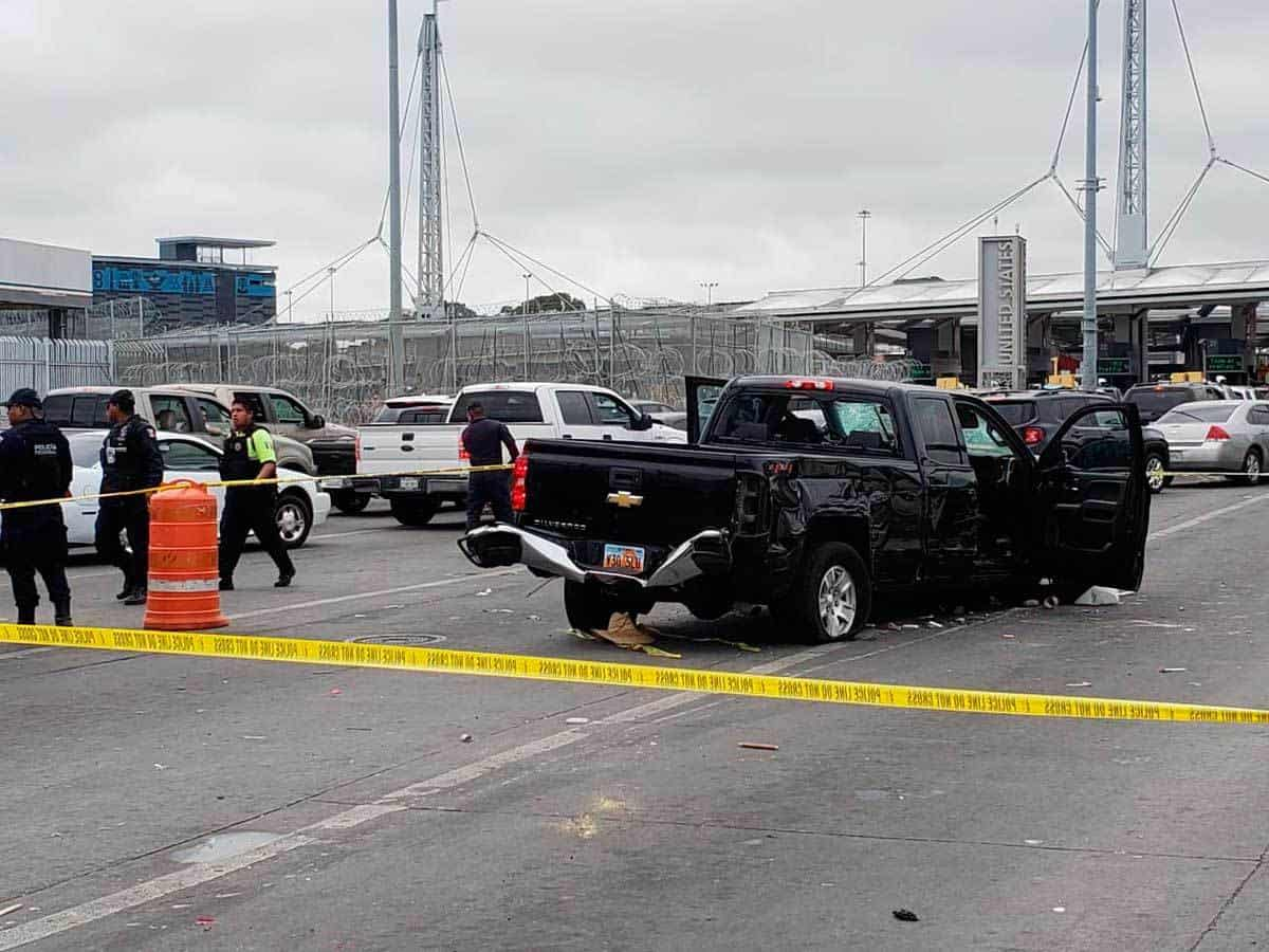 Estadounidense intenta huir y causa graves destrozos en Tijuana; ambulantes intentan lincharlo