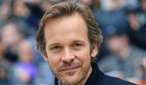 Peter Sarsgaard se une al elenco de 'The Batman'